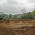 In Mundelsheim werden für das Feuchtbiotop 4 Teiche als Ausgleichsmaßnahme für Landstraße L ausgehoben - Beutke & Fränzel Gewässerbau