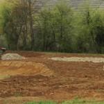 In Mundelsheim werden für das Feuchtbiotop 4 Teiche als Ausgleichsmaßnahme für Landstraße L ausgehoben - Beutke und Fränzel Gewässerbau