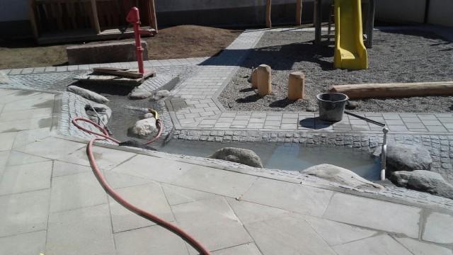 Gomaringen, Kindergarten Linsenhof, der neu erstellter Wasserspielplatz, Beutke & Fränzel Gewässerbau GbR